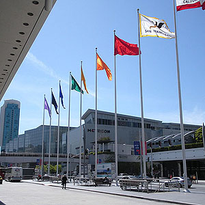 Vista panorâmica da entrada do Moscone Convention Center, em San Francisco, USA
