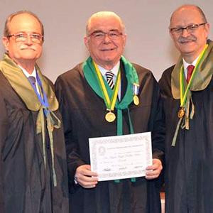O presidente da CBC Heládio Feitosa Filho, Miguel Padilha e o vice-presidente Fernando David.